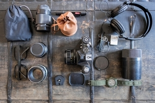 Overhead view of camera and accessoriesの写真素材 [FYI03540196]