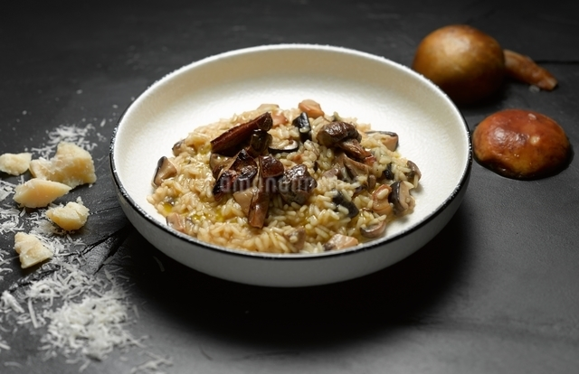 High angle view of mushroom risotto in shallow bowlの写真素材 [FYI03541004]