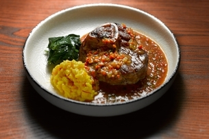 High angle view of ossobuco with side dish of vegetables in shallow bowlの写真素材 [FYI03541007]