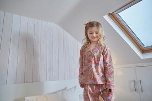 Girl in loft roomの写真素材 [FYI03541563]