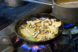 Mushroom and goats cheese dish cooking in traditional Italian restaurant kitchenの写真素材 [FYI03541765]