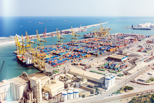 Elevated view of port cranes and cargo containers at sea port, Barcelona, Spainの写真素材 [FYI03542952]