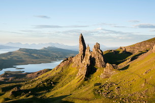 Old Man of Storr, Trotternish, Isle of Skye, Scotland, UKの写真素材 [FYI03543116]