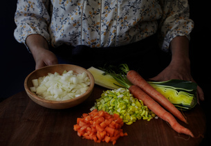 Cropped view of woman with variety of chopped vegetablesの写真素材 [FYI03544047]