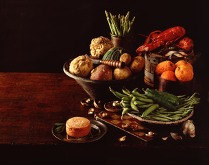 Still life of fresh lobster, fruit and vegetablesの写真素材 [FYI03545398]