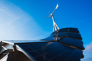 Low angle view of solar energy panel structure and blue sky, Malmo, Swedenの写真素材 [FYI03546822]