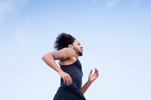 Man with tattoo joggingの写真素材 [FYI03547218]