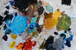 Overhead view of artist palette splodged with dried colorful paintの写真素材 [FYI03548158]
