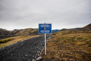 Warning sign on road to Solheimajokull glacier, Icelandの写真素材 [FYI03548206]