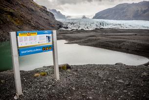 Information sign, Skaftafell National Park, Icelandの写真素材 [FYI03548220]