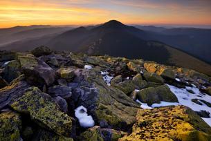 Gorgany Mountain Ridge, views from Khomyak mountain, Carpathian Mountains, Ivano-Frankovsk Region, Uの写真素材 [FYI03548618]