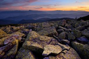 Gorgany Mountain Ridge, views from Sinyak mountain, Carpathian Mountains, Ivano-Frankovsk Region, Ukの写真素材 [FYI03548622]