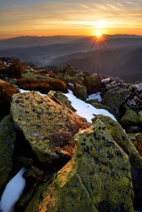 Gorgany Mountain Ridge, views from Khomyak mountain, Carpathian Mountains, Ivano-Frankovsk Region, Uの写真素材 [FYI03548634]