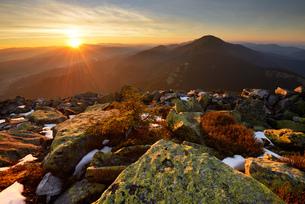 Gorgany Mountain Ridge, views from Khomyak mountain, Carpathian Mountains, Ivano-Frankovsk Region, Uの写真素材 [FYI03548636]