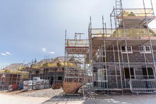 View of housing development on building siteの写真素材 [FYI03548737]