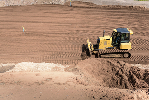 Bulldozer moving earth on housing building siteの写真素材 [FYI03548751]