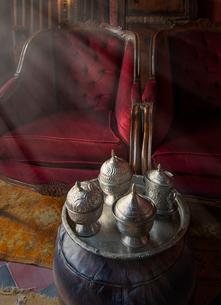 Silverware in riad, Marrakesh, Moroccoの写真素材 [FYI03548836]