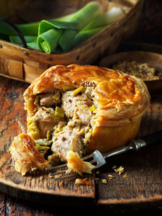 Chicken, leek and wholegrain mustard pieの写真素材 [FYI03549370]