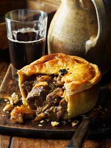 Steak and ale pieの写真素材 [FYI03549386]