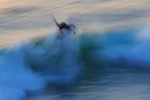 Motion blur of surfer surfing wave patterns after sunset, Pacific Beach, San Diego, CA, USAの写真素材 [FYI03551291]
