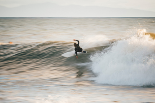 Surfer surfing ocean wave, Santa Barbara, California, USAの写真素材 [FYI03551334]