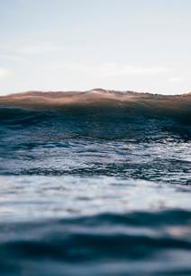 Ocean wave and sea surface, Santa Barbara, California, USAの写真素材 [FYI03551340]