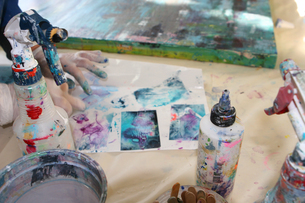 Cropped view of artist creating artworkの写真素材 [FYI03552225]