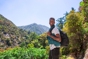 Young male hiker looking over his shoulder in landscape, Arcadia, California, USAの写真素材 [FYI03552459]