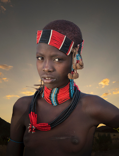 Young girl of the Karo Tribe, Omo Valley, Ethiopiaの写真素材 [FYI03552986]
