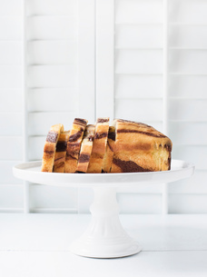 Marbled cake on a cake standの写真素材 [FYI03553168]