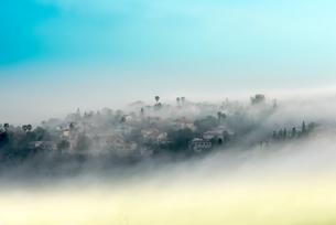 Mountainous rural village covered in mist, Carmel Mountain, Israelの写真素材 [FYI03554046]
