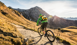 Cyclist on mountain biking area, Kleinwalsertal, trails below Walser Hammerspitze, Austriaの写真素材 [FYI03554091]
