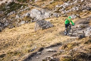 Cyclist on mountain biking area, Kleinwalsertal, trails below Walser Hammerspitze, Austriaの写真素材 [FYI03554093]