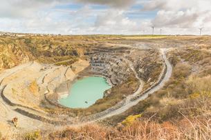 Water flooded slate quarry, Delabole, Cornwall, UKの写真素材 [FYI03554512]