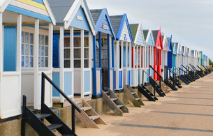 Angled view of a row of multi-coloured beach huts, Southwold, Suffolk, UKの写真素材 [FYI03554745]