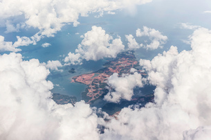 Aerial photo shot from plane flying from Bali to Singaporeの写真素材 [FYI03554827]