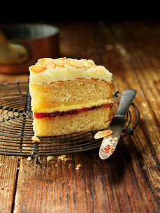 Sherry trifle cake slice with knife, vintage wooden tableの写真素材 [FYI03554990]