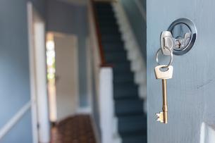 Front door of house with key in lockの写真素材 [FYI03555043]