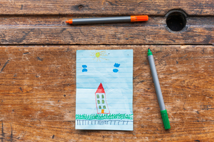 Child's drawing of a houseの写真素材 [FYI03555045]