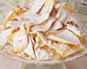 Traditional Italian party food, Chiacchiere, sweet crisp pastryの写真素材 [FYI03555742]