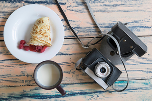 Still life of camera, pancake dessert and cup of milk, overhead viewの写真素材 [FYI03555827]