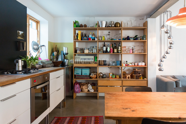 Kitchen in modern houseの写真素材 [FYI03556012]