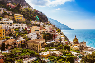 Cliff side buildings by sea, Positano, Amalfi Coast, Italyの写真素材 [FYI03556080]