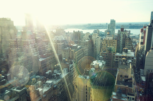 High angle view of cityscape in sunlight, New York, USAの写真素材 [FYI03556900]