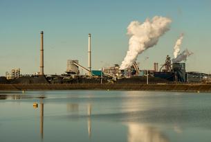 Vapor clouds from steel foundry, Wijk aan Zee, North Holland, Netherlandsの写真素材 [FYI03556938]