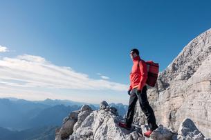 BASE jumper checking the exit spot and the wind, Italian Alps, Civetta, Alleghe, Belluno, Italyの写真素材 [FYI03557128]