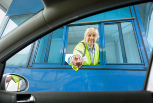 Portrait of female toll collector at toll booth on bridgeの写真素材 [FYI03557395]