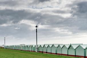 Bath houses, Brighton beach, Englandの写真素材 [FYI03557449]