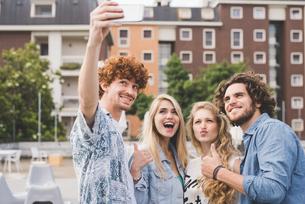 Friends taking selfie outdoorsの写真素材 [FYI03557787]