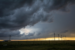 Severe storms threaten near wind turbines at sunset, south of Dumas, Texasの写真素材 [FYI03557833]